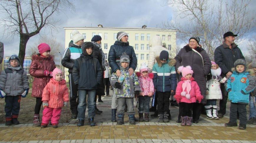 В северодонецком сквере Гоголя показали спектакль «Ночь перед Рождеством» (ФОТО), фото-1