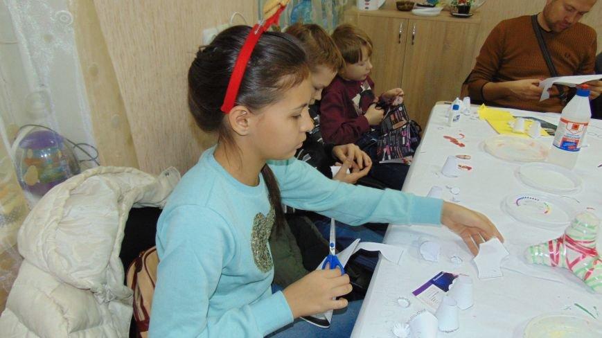 В Мариуполе дети  беженцев подготовили новогодние подарки для фронтовиков (ФОТОФАКТ) (фото) - фото 1