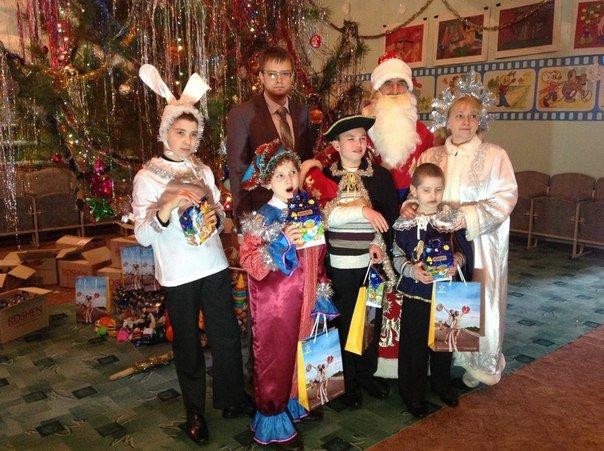 В Шевченковском интернате для особенных деток киевстаровци устроили новогодний праздник с мастер-классами и подарками (ФОТО) (фото) - фото 4
