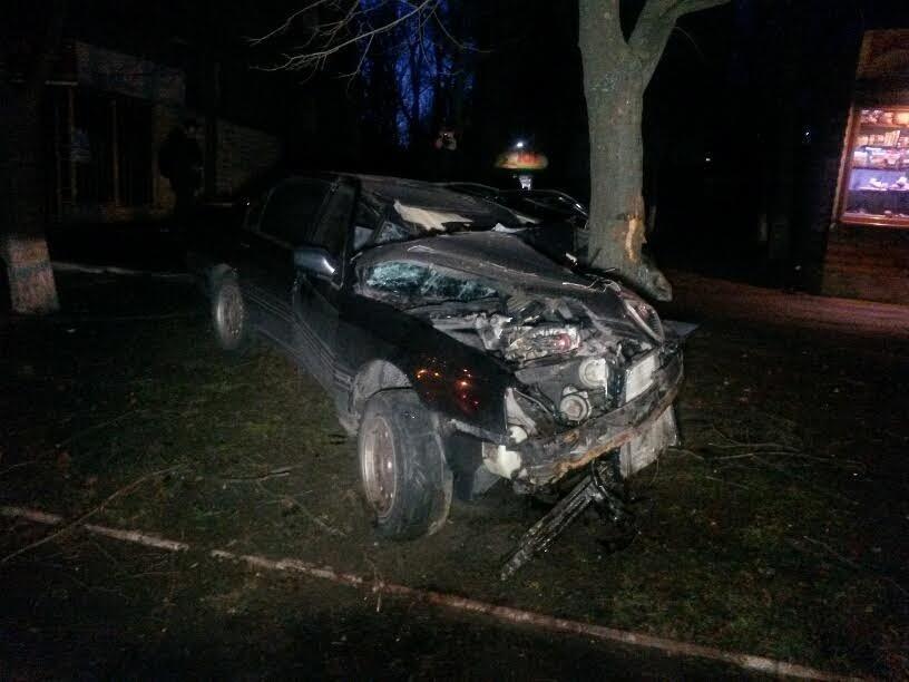 В Мариуполе пьяный автомобилист врезался в дерево (ФОТО), фото-4