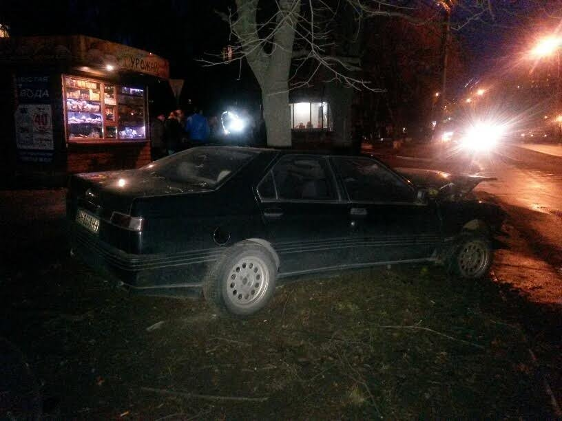 В Мариуполе пьяный автомобилист врезался в дерево (ФОТО), фото-6