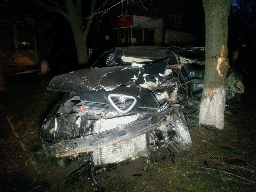 В Мариуполе пьяный автомобилист врезался в дерево (ФОТО), фото-3