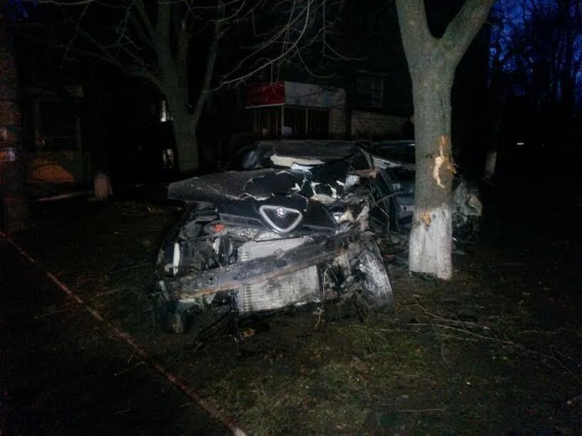 В Мариуполе пьяный автомобилист врезался в дерево (ФОТО), фото-5