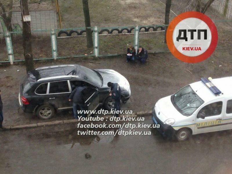 В Киеве неизвестные подожгли припаркованный Porsche Cayenne (ФОТО) (фото) - фото 1
