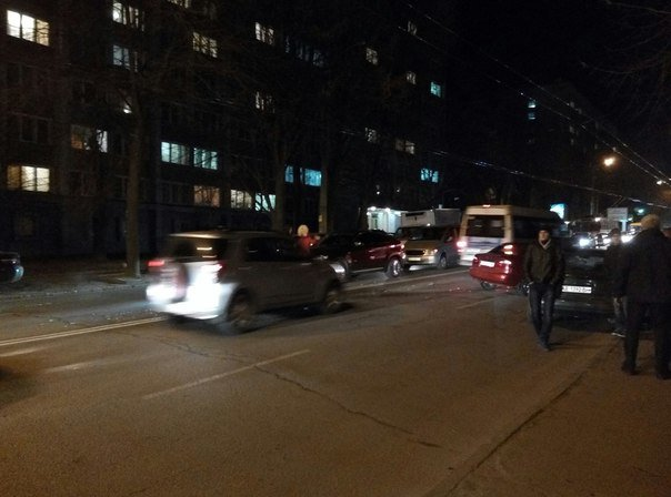В Днепропетровске напротив юракадемии столкнулись два авто (ФОТО) (фото) - фото 1