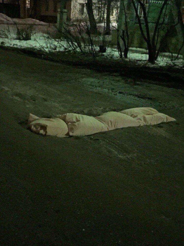 В Ульяновске ямы на дорогах заделали… подушками (фото) - фото 1