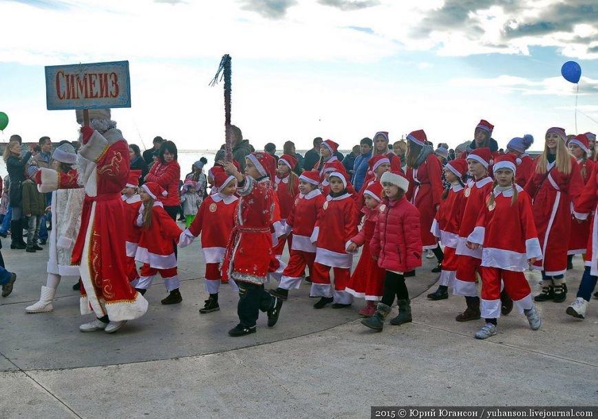 На шестой Мороз-Парад в Ялту прибыли самые юные и самые высокие Деды Морозы (ФОТОРЕПОРТАЖ) (фото) - фото 2