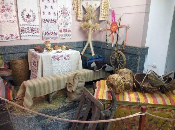 В Днепропетровске открылась выставка, где показано как праздновали Новый год в разное время (ФОТО) (фото) - фото 1