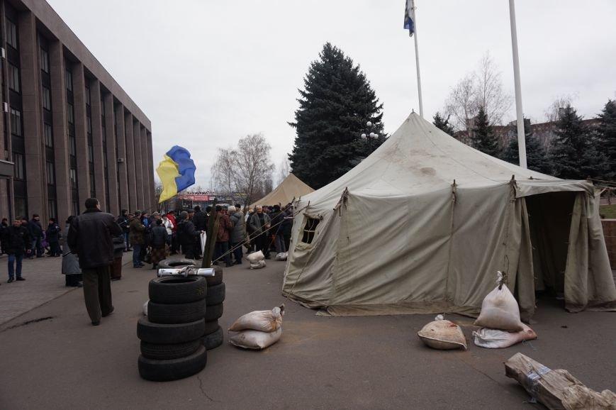 Перед криворожским горисполкомом демонтировали палаточный городок (ФОТО) (фото) - фото 2