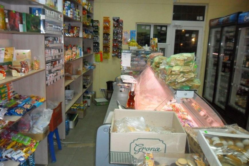 Кременчужане задержали вора, ограбившего продуктовый магазин (ФОТО), фото-2