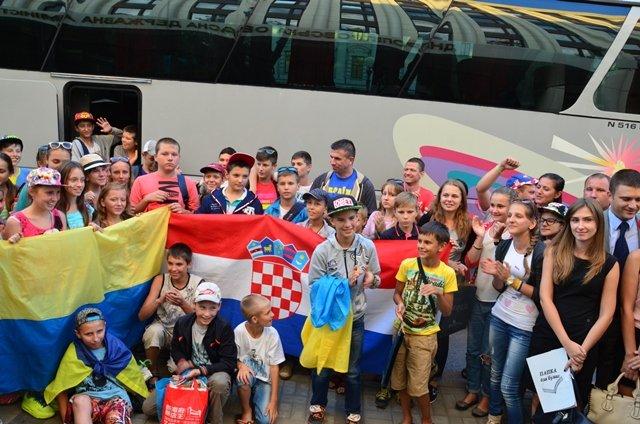 Сколько детей переселенцев и бойцов АТО Днепропетровщины отдохнули в этом году за рубежом (ФОТО) (фото) - фото 1