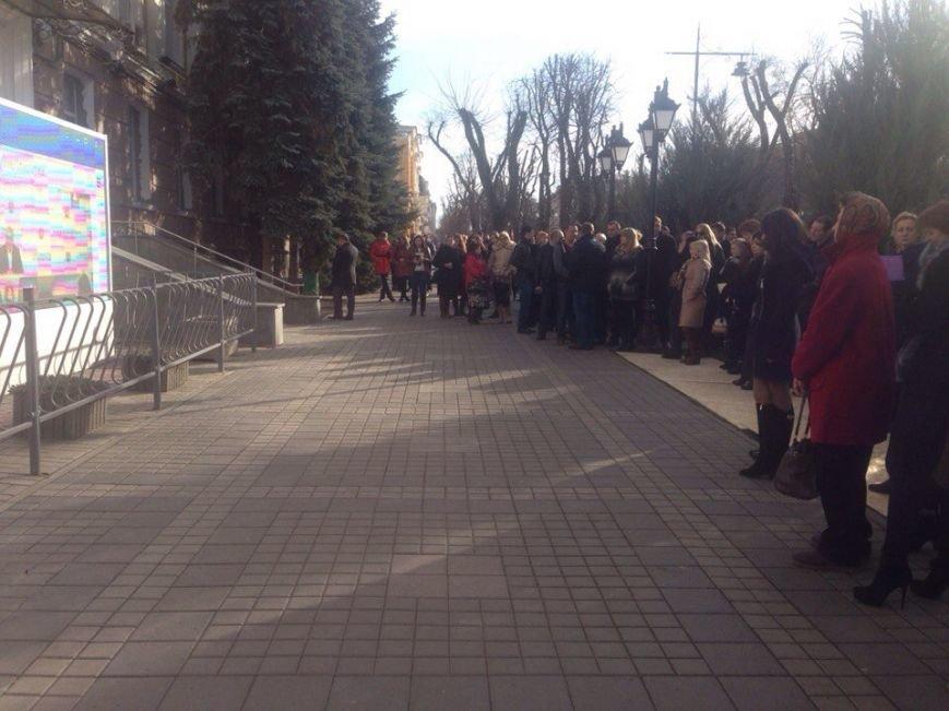 Симферопольцы собрались в центре города, чтобы послушать отчет Аксенова (ФОТОФАКТ) (фото) - фото 1