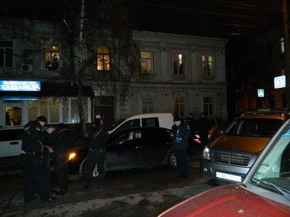 В Киеве полицейские нашли в остановленной машине оружие, наручники и балаклаву (ФОТО) (фото) - фото 1