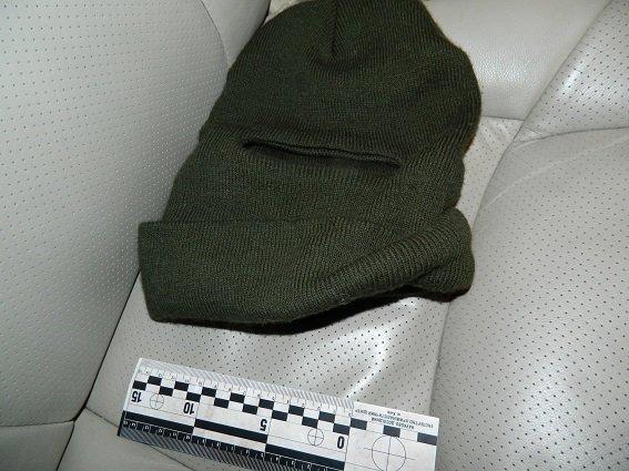 В Киеве полицейские нашли в остановленной машине оружие, наручники и балаклаву (ФОТО) (фото) - фото 4
