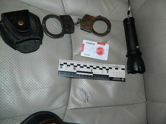 В Киеве полицейские нашли в остановленной машине оружие, наручники и балаклаву (ФОТО) (фото) - фото 3