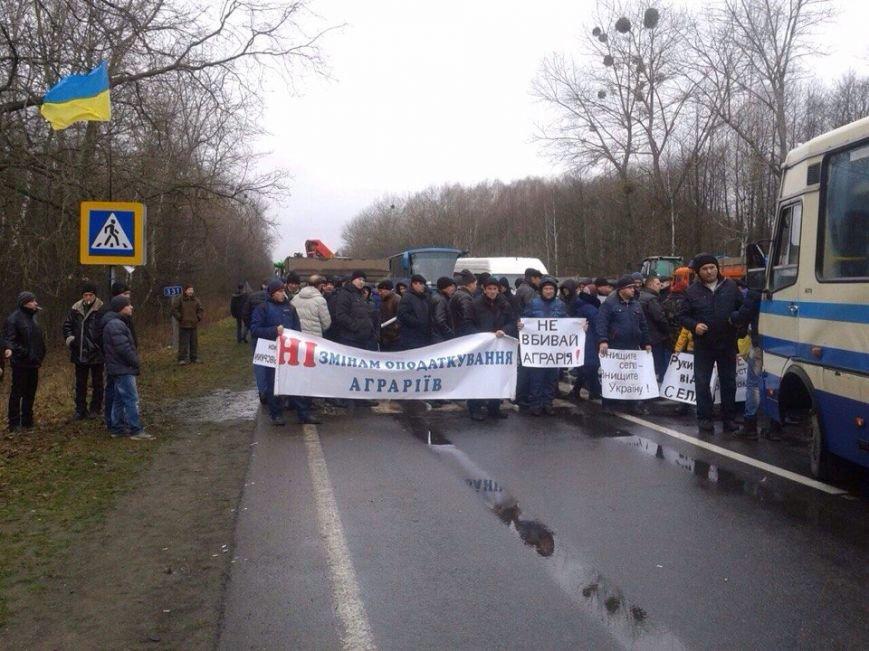 Протестувальники перекрили дорогу з Кам`янець-Подільського на Чернівці  (фото) (фото) - фото 1