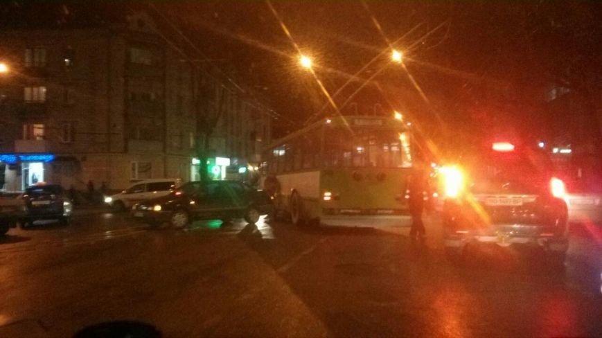 У центрі Тернополя через ДТП – величезний затор (Фото) (фото) - фото 1