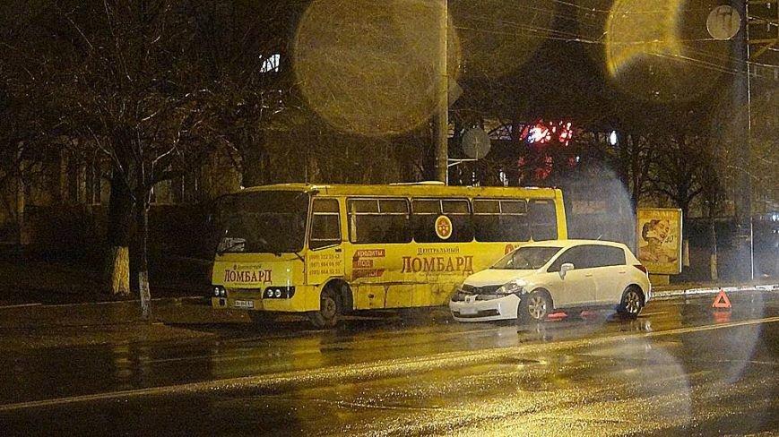 """На центральном проспекте  Мариуполя иномарка """"подбила"""" маршрутку (ФОТОФАКТ), фото-3"""