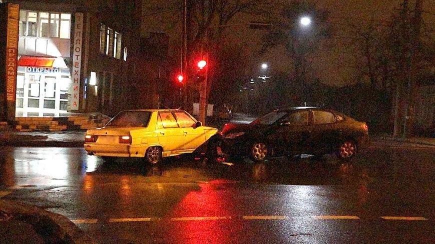 """В Мариуполе """"Renault"""" и """"Hundai""""  не поделили перекресток  на Греческой (ФОТОФАКТ), фото-5"""