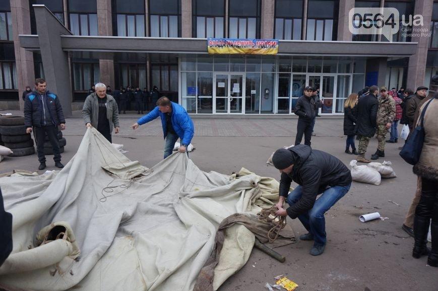 В Кривом Роге: демократические силы пообещали поддержать единого кандидата на выборах мэра, а под горисполкомом демонтировали палатки (фото) - фото 2