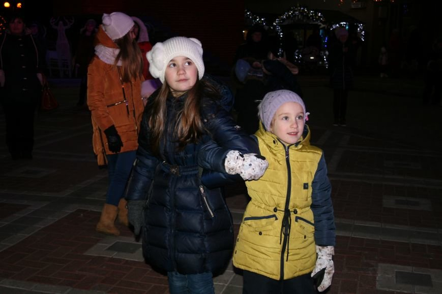 В новой Москве в Троицке продолжается новогодний фестиваль «Путешествие в Рождество» (ФОТО), фото-8