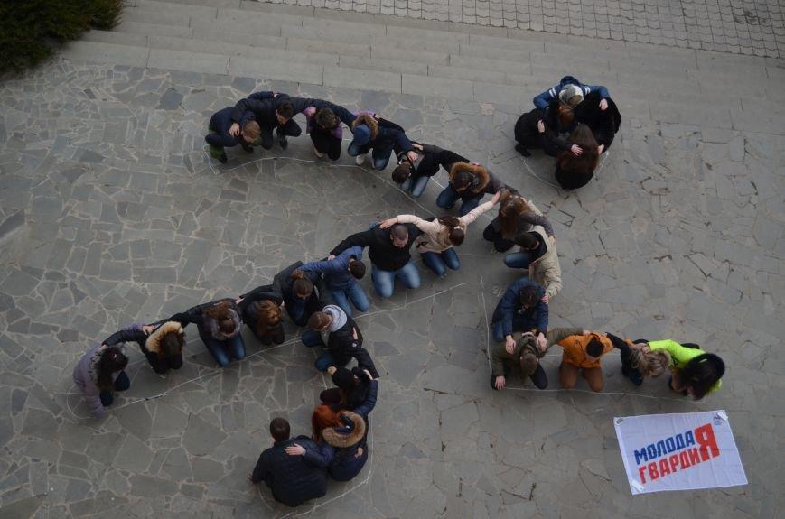 Крымские студенты устроили флеш-моб в поддержку российских легкоатлетов (ФОТО) (фото) - фото 1