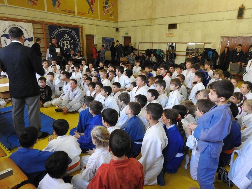 В Симферополе 150 мальчиков и девочек на татами боролись за призы  Рождественского турнира по дзюдо (ФОТО) (фото) - фото 3