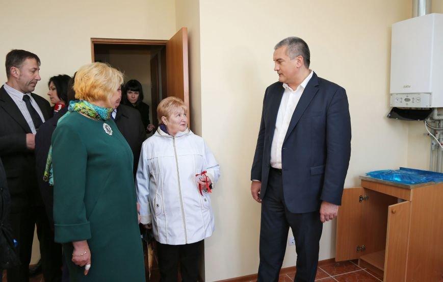 Крымчан из аварийного жилья начали переселять в новые квартиры (ФОТО) (фото) - фото 5