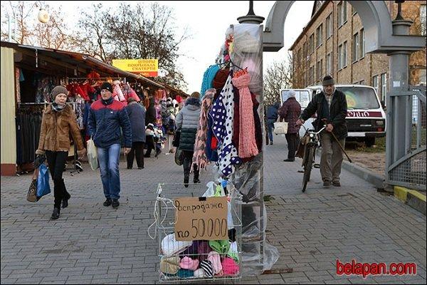 Гродненские предприниматели торгуют остатками товара, надеясь на отмену сертификации (фото) - фото 1