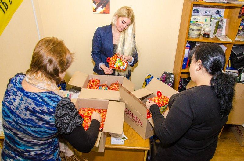 В Днепропетровске отправляют подарки детям бойцов АТО в разные уголки области (ФОТО) (фото) - фото 4