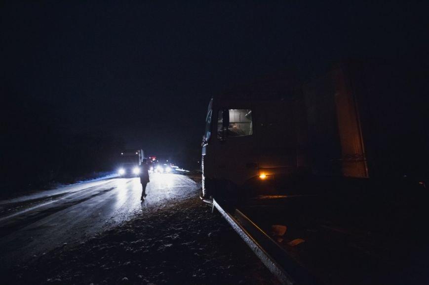 На Полтавской трассе из-за гололеда развернуло фуру (ФОТО) (фото) - фото 3