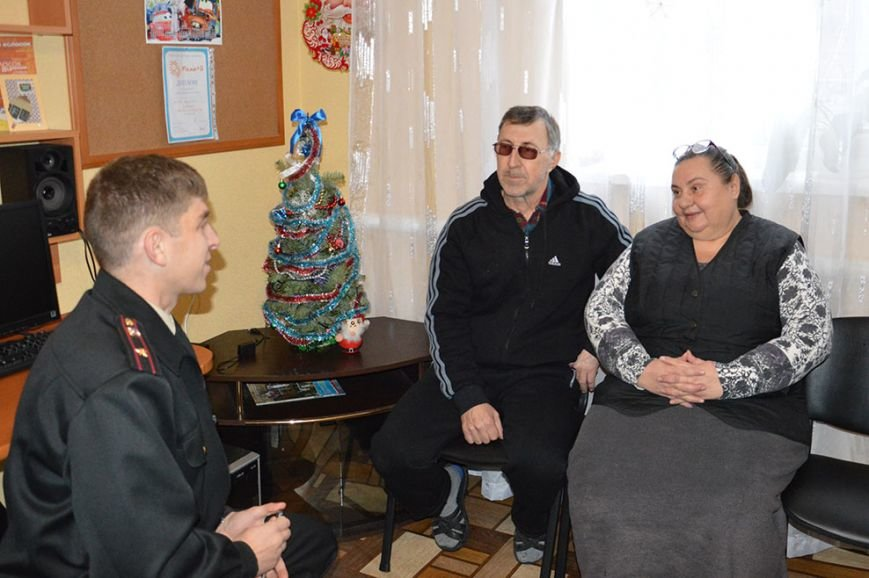 Накануне зимних праздников Днепропетровские спасатели посетили гериатрический пансионат и многодетную семью (ФОТО) (фото) - фото 2