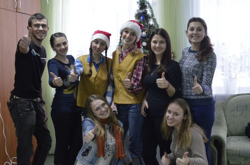 Волонтери ПНПУ створили свято для дітей у двох полтавських лікарнях (фото) - фото 4