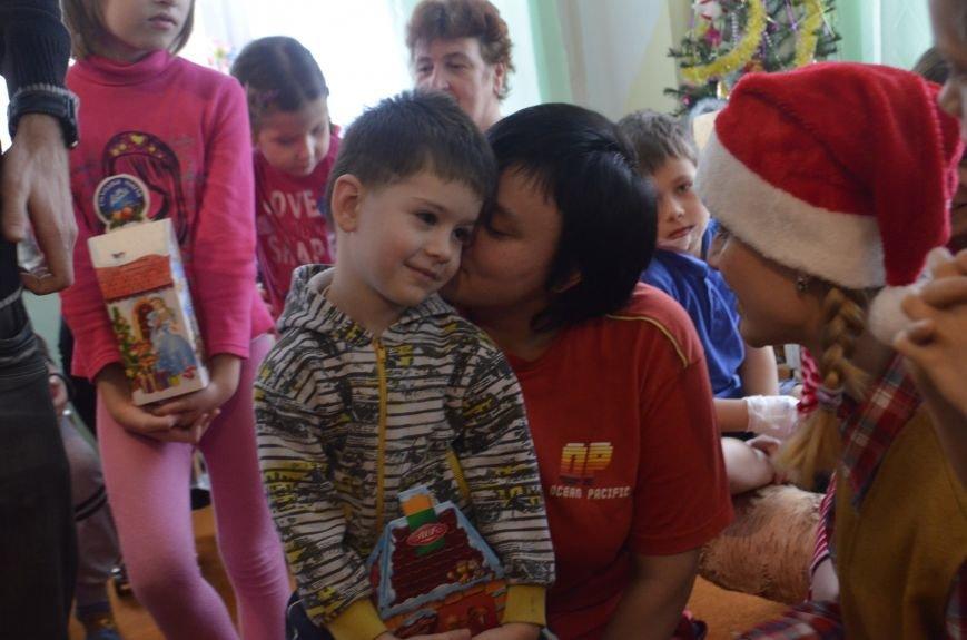 Волонтери ПНПУ створили свято для дітей у двох полтавських лікарнях (фото) - фото 2