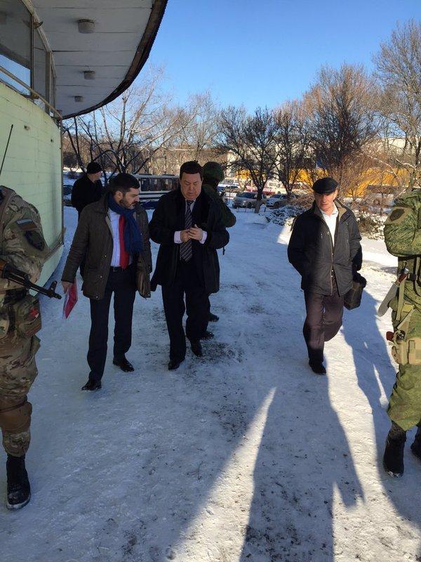 Кобзону страшно в «ДНР» - певца сопровождают по Донецку несколько автоматчиков (ФОТОФАКТ) (фото) - фото 1
