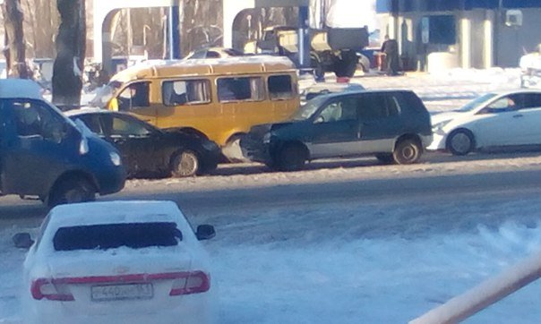 В Новошахтинске автобус с пассажирами попал в аварию (фото) - фото 1