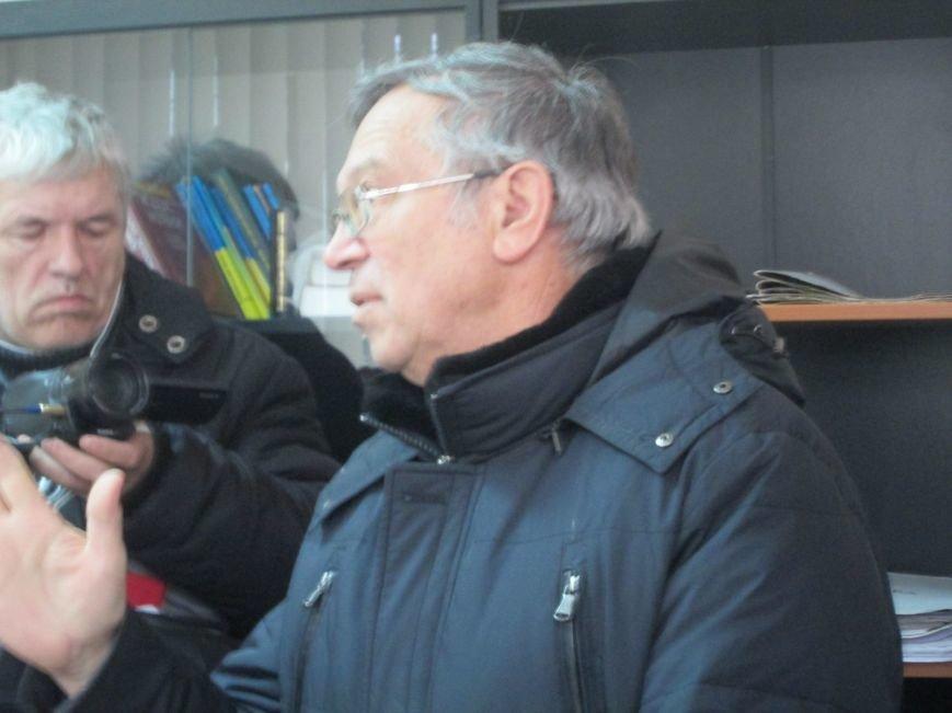Активисты под Жовтневым судом Мариуполя требовали уволить судью, отпустившего сепаратиста (ФОТО+ВИДЕО), фото-9