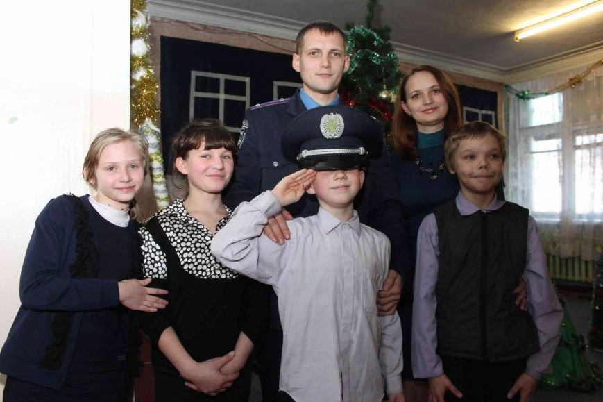 Криворожские полицейские поздравили с новогодними праздниками воспитанников школы-интерната (ФОТО), фото-13