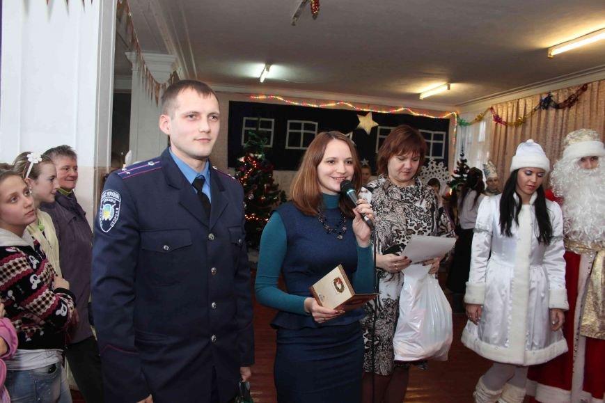 Криворожские полицейские поздравили с новогодними праздниками воспитанников школы-интерната (ФОТО), фото-9
