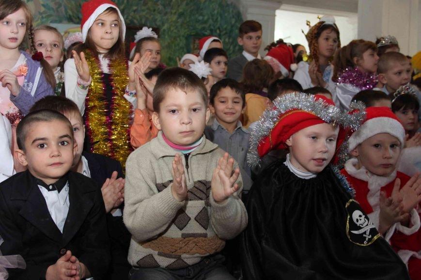 Криворожские полицейские поздравили с новогодними праздниками воспитанников школы-интерната (ФОТО), фото-8