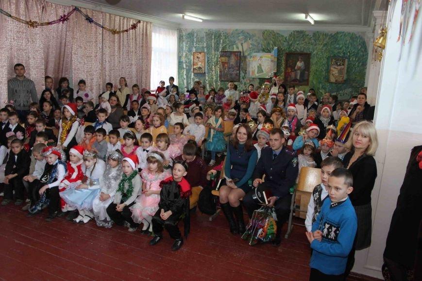 Криворожские полицейские поздравили с новогодними праздниками воспитанников школы-интерната (ФОТО), фото-1