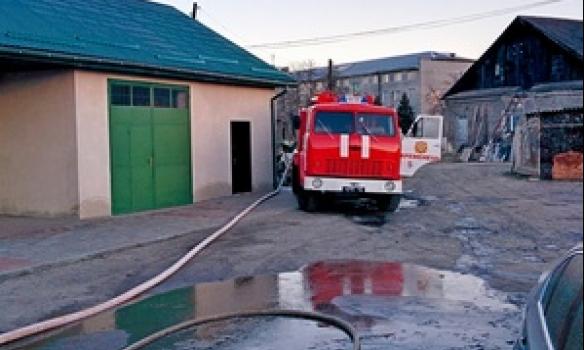 На Тернопільщині сталася масштабна пожежа на СТО (фото) (фото) - фото 1