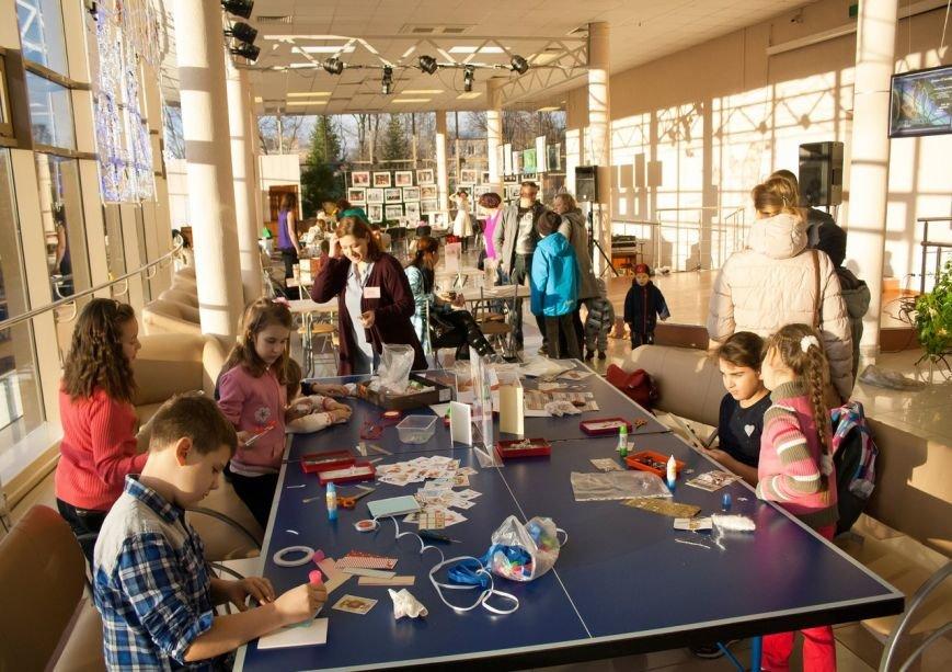 Новогоднюю ярмарку провели в Доме молодежи