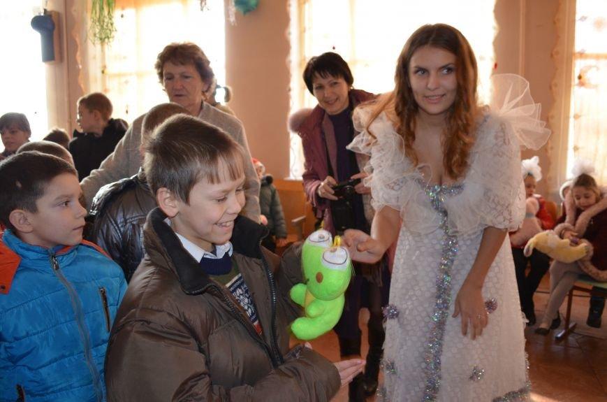 В Кривом Роге детей-сирот поздравили с новогодними праздниками сказочные персонажи (ФОТО), фото-12