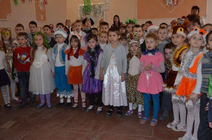 В Кривом Роге детей-сирот поздравили с новогодними праздниками сказочные персонажи (ФОТО), фото-7