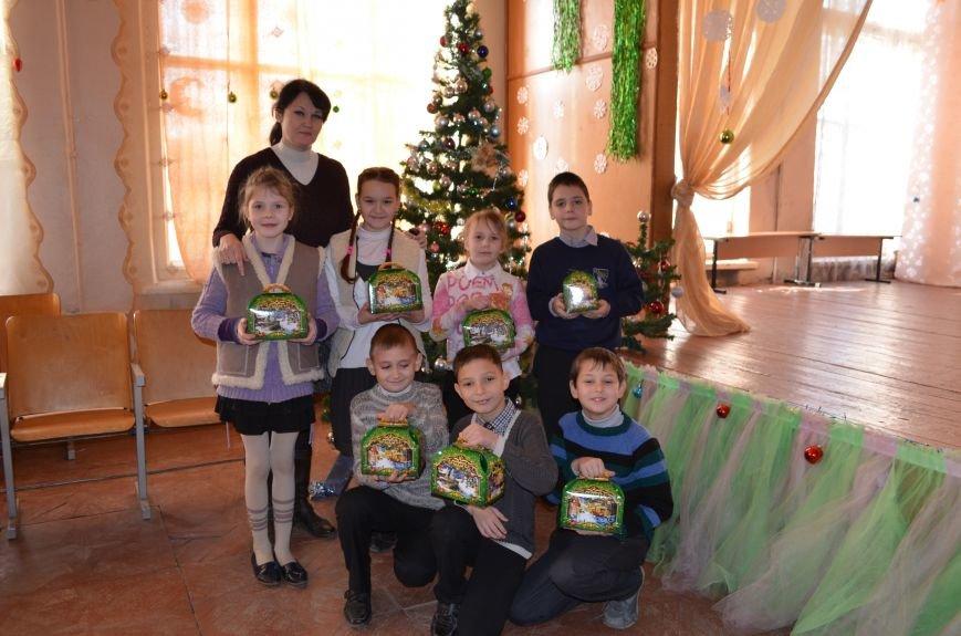 В Кривом Роге детей-сирот поздравили с новогодними праздниками сказочные персонажи (ФОТО), фото-11