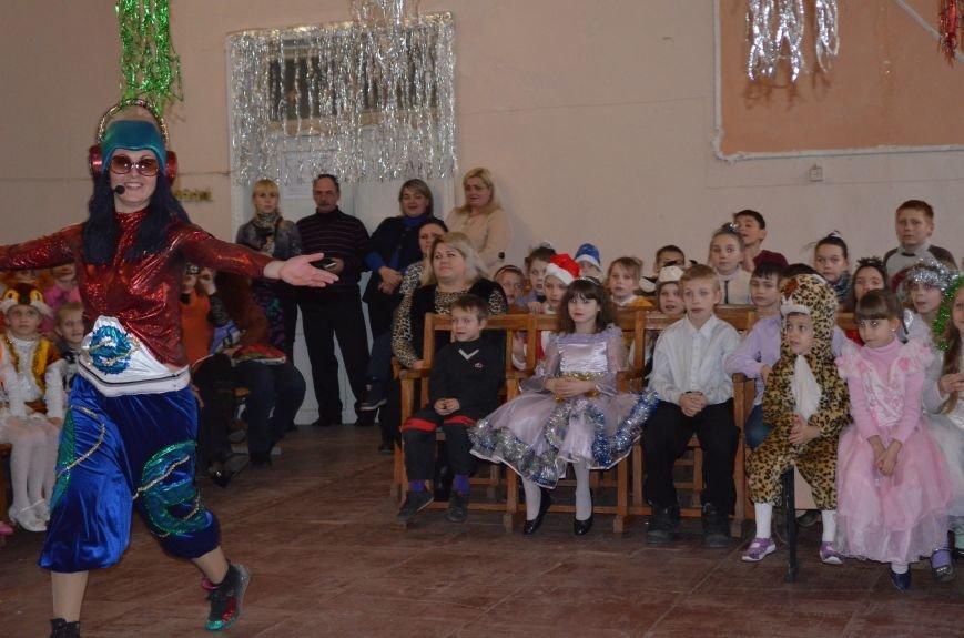 В Кривом Роге детей-сирот поздравили с новогодними праздниками сказочные персонажи (ФОТО), фото-8