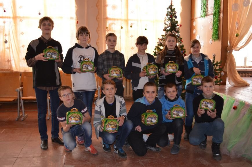В Кривом Роге детей-сирот поздравили с новогодними праздниками сказочные персонажи (ФОТО), фото-10