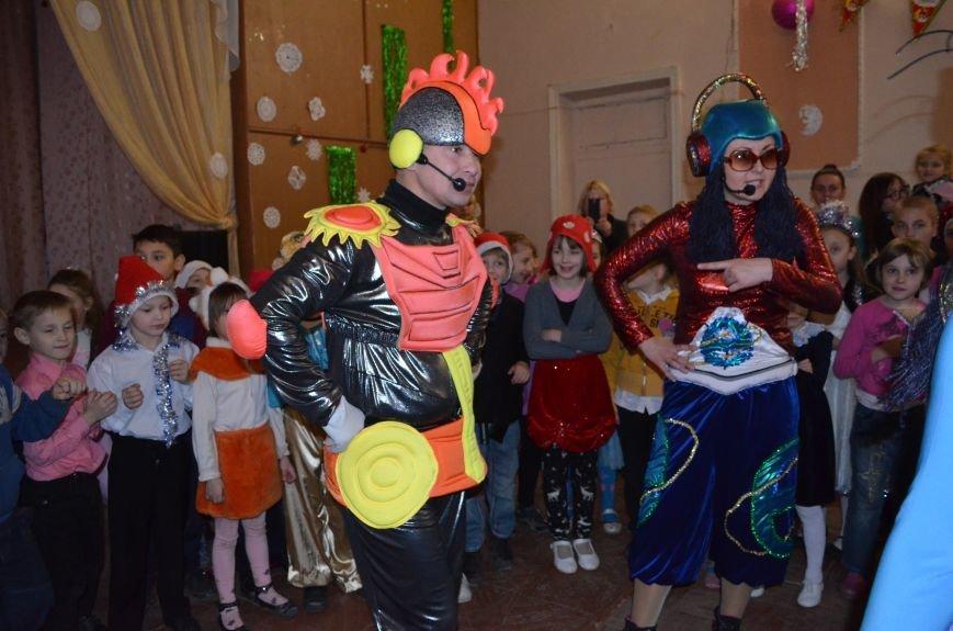 В Кривом Роге детей-сирот поздравили с новогодними праздниками сказочные персонажи (ФОТО), фото-4