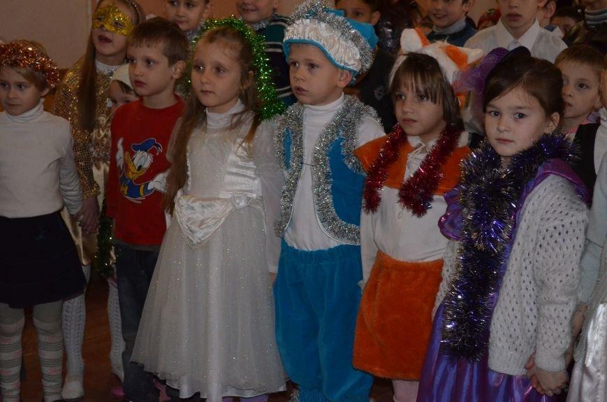 В Кривом Роге детей-сирот поздравили с новогодними праздниками сказочные персонажи (ФОТО), фото-6